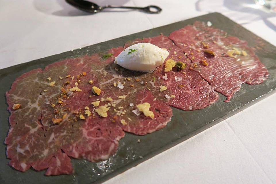 I'm not sure what @chele999 put in this carpaccio (I heard burnt butter, among other things) -- but in the end, who cares what he put? Haha! It's delicious!