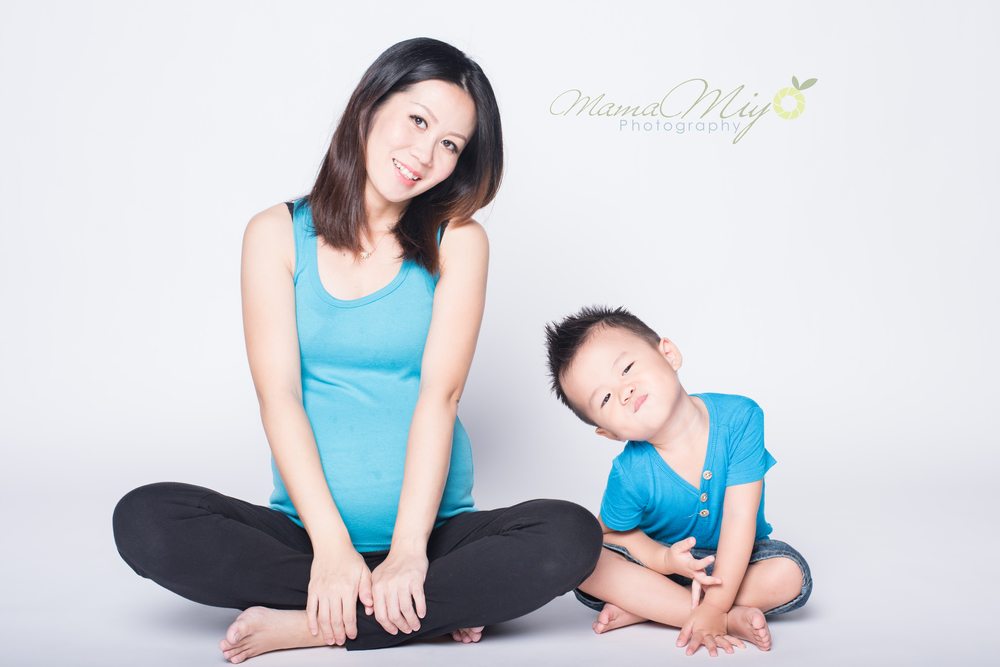 mamamiyo maternity photo with child 1