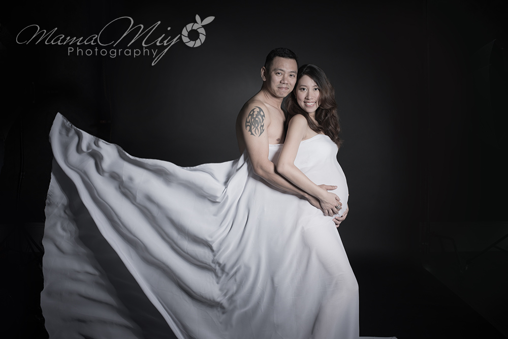 MamaMiyo maternity photo Singapore moody black -couple