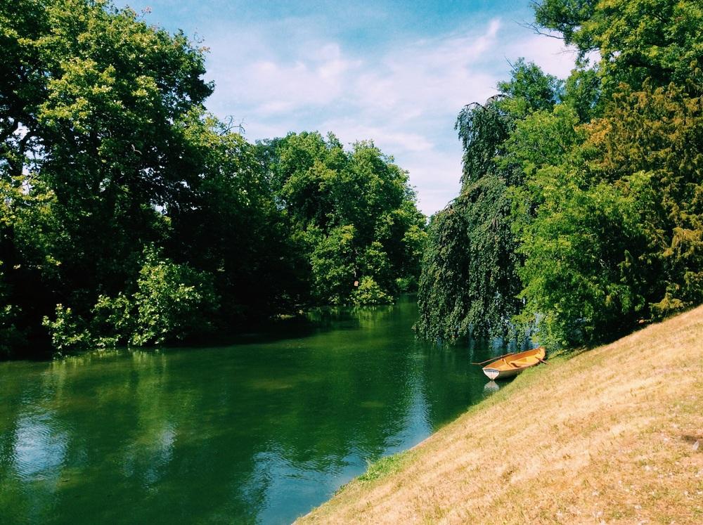 パリ郊外にあるとっても大きな森。公園みたいだけど、奥の方はほんとの森。