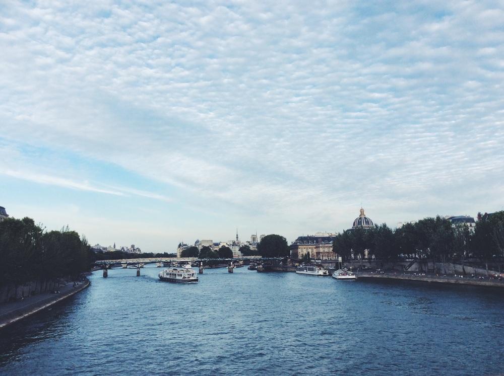 セーヌ川。  パリは街自体がミュージーアム。