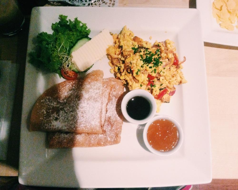 Veganの老舗Max Pettにて朝ご飯。