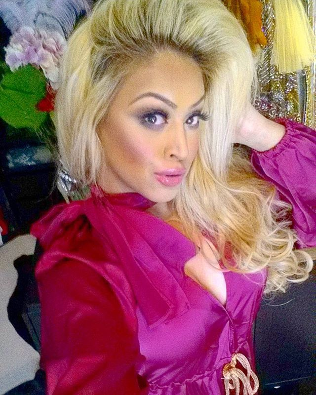 Make today ridiculously Amazing, it's Friday. 💖🌹🎀👑 #whoop #HappyFriday #humanmind #deepatheart #postivelife #weekendstyle #blonde #pink #fuchsiapink #jumpsuit #beautyeducator #knowledge #institution #imagination #evolution #creative #individuality #vision #destination #innovate #dominate #leader #woman #power #growth #plan #culculated
