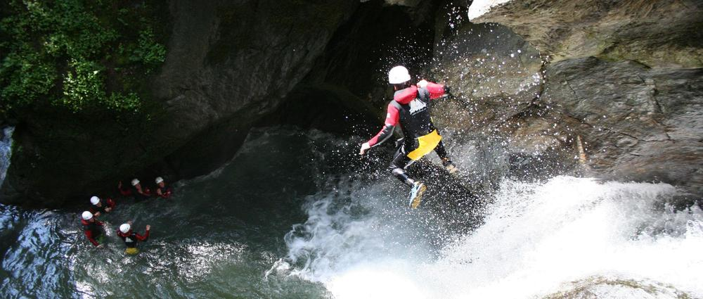 Canyoning Sprung in Tobel.jpg