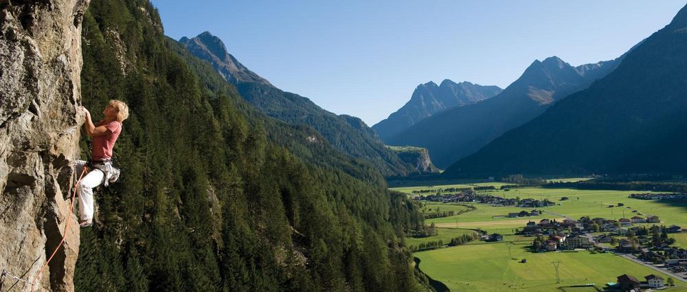 Kletterin über Längenfeld.jpg