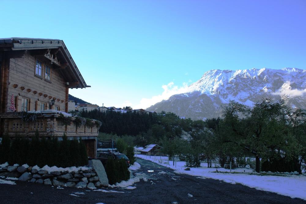 Ötzal Chalet_Tschirgant Schnee Frost im Herbst.JPG