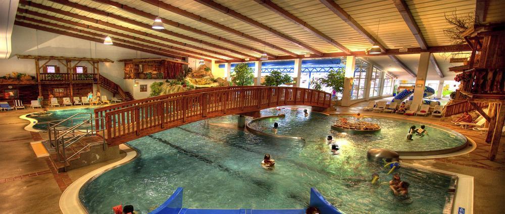 Schwimmbad Ötztal Arena.jpg