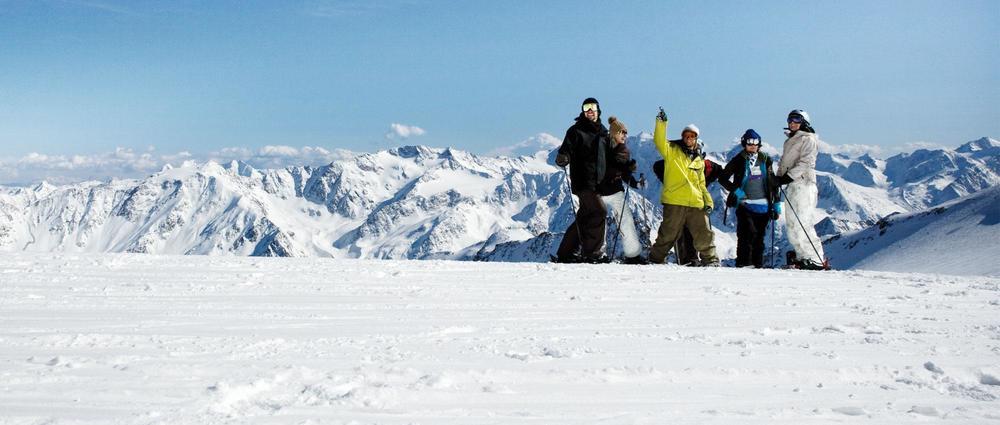 Skifahrer vor Panorama.jpg