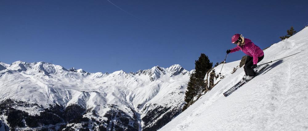 Skifahrerin abseits der PIste.jpg