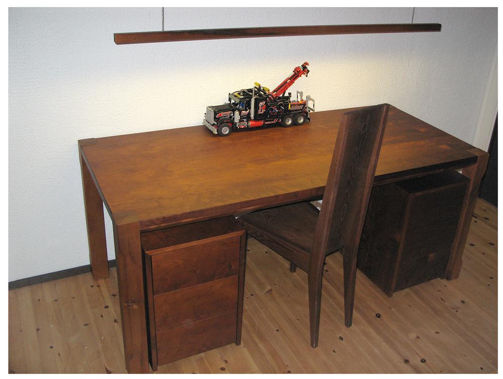 kirjoituspöytä01.jpg