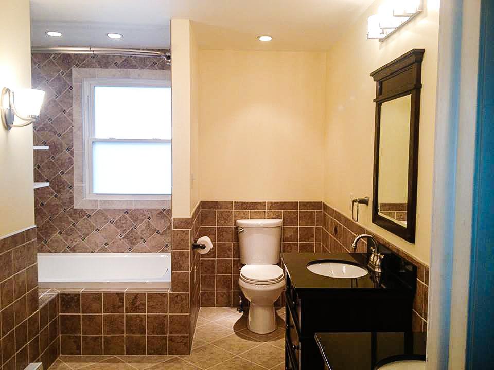 Bath2_ToiletShower.jpg