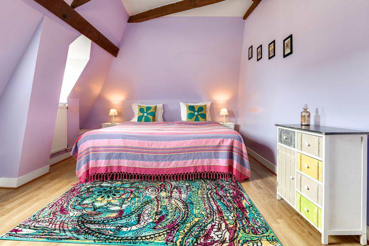 scarlet bedroom