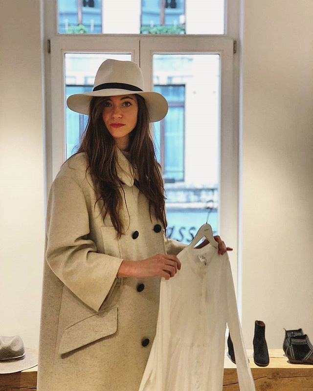 Parisian vibes @damoyantwerp ❤️ Go check out the stairs in this shop. Really 😍 ⠀⠀⠀⠀⠀⠀⠀⠀⠀ #damoyantwerp #isabelmarant #interiordesign #hat #thisisantwerp #shopping #outfitoftheday #ootd 📷@sigiefish