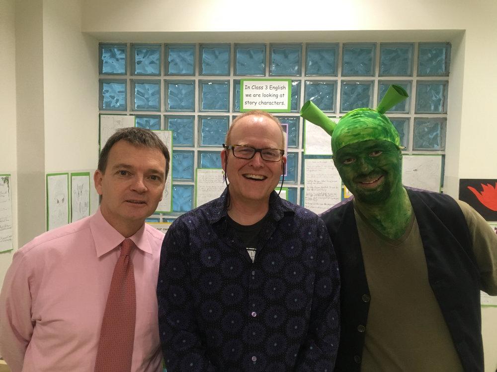 (od prawej) Pan Kevin Reilly, Pan Robert Hoare i Dyrektor Szkoły - Robert Grisdale prezentują swoje świeżo zgolone oblicza