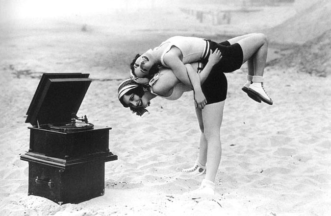 mothgirlwings :     Dorothy Sebastian and Joan Crawford  - c. 1920s