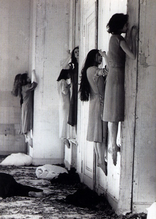 regardintemporel :      Blaubart - Pina Bausch