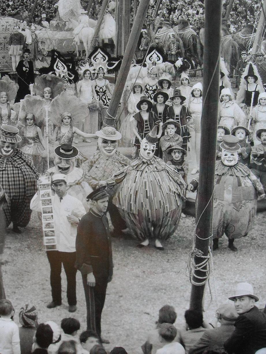 hollyhocksandtulips :      Circus