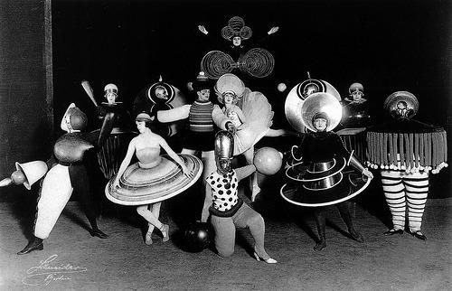 Oskar Schlemmer, Triadic Ballet (b. 1922) #centerfrontrowkneelingfavoritelegs