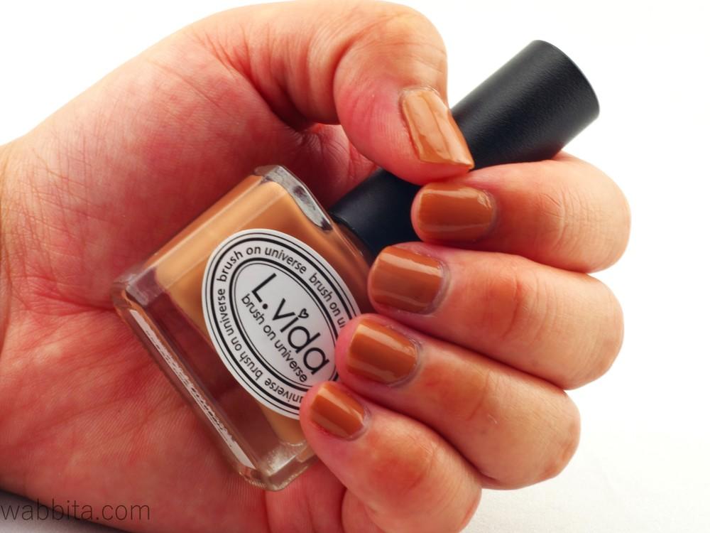 Beauty-Splurge-with-Lisa-Pullano-L-VIDA-Nail-Polish-LC-32-Milk-Choco-10ml-2.jpg