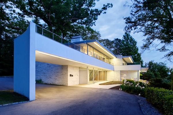 Photograph of Richard Neutra's Rice House in Richmond, Virginia by Ansel Olson
