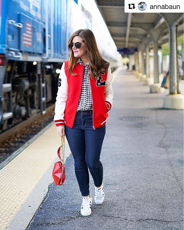 Love this look of the red bomber jacket paired with out Heart cross body by @annabaun ❤️❤️❤️ . . . . . #instafashion #instagood #designer #designerhandbag #geometricpurse #fashion #design #heart #redleather #origami #streestyle #purse #purseblog #style