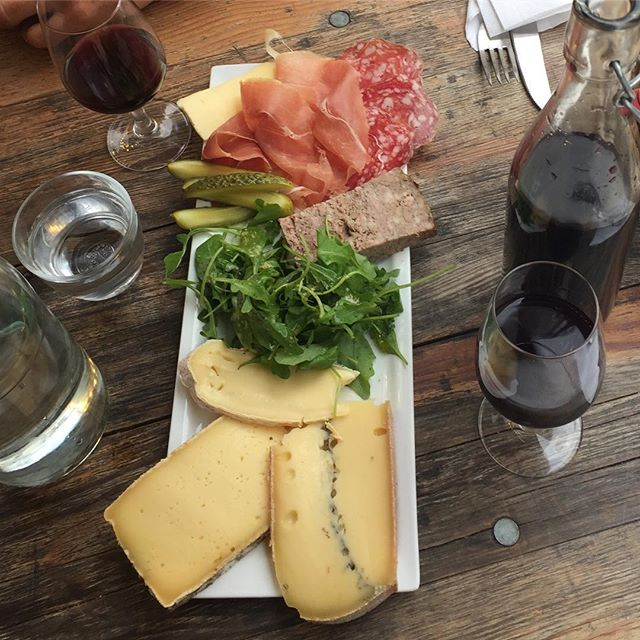 Craving this everyday in Paris 🍷🧀🥖