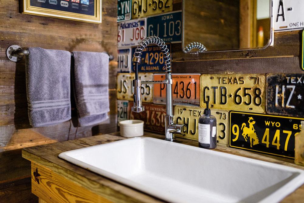 161118-JBB-Man-Cave-Bathroom-53_1.jpg
