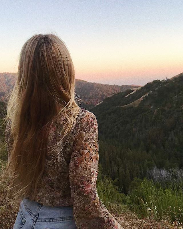 TAKE ME BACK to BIG SUR 🌾 Canyon sunset smokes, moonlit hot springs perched in the sea cliffs, last minute long drives, 3 old CDs, Valley dance breaks, waking up to sea otters, coffee with my love, red wood walks & fresh river dips, pie & drinks in the sky, backcountry off-roading at night, waking up above the clouds, roadside taco discoveries, TURNING 29.