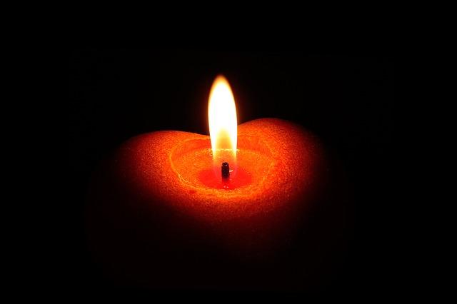 candle-1338927_640.jpg