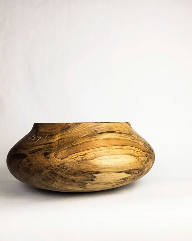 Maple vessel/volcano. Large.