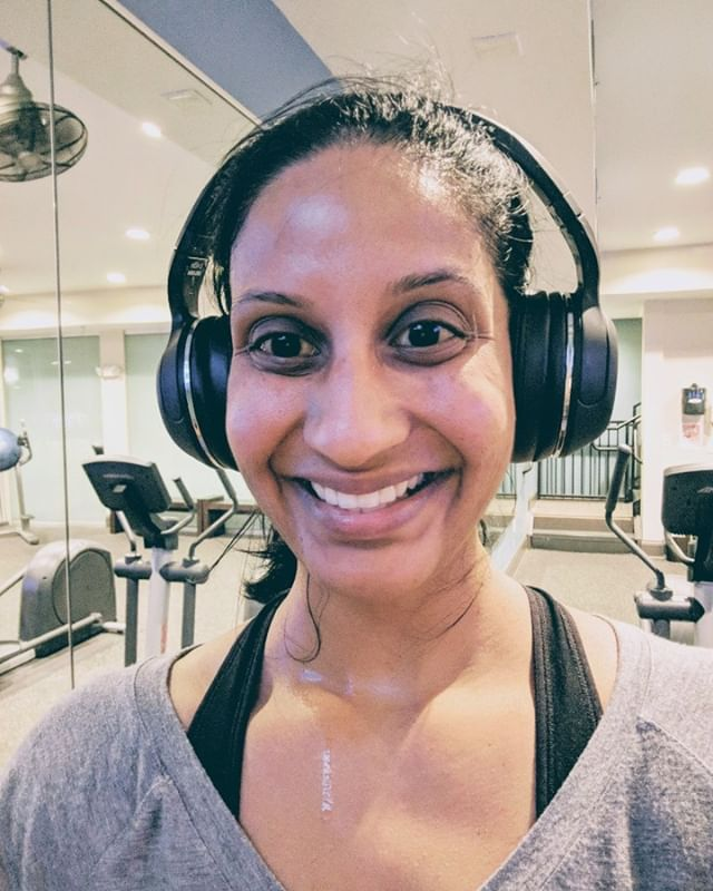 A less flattering picture tonight bc there were others in the gym watching me shamelessly taking selfies so i wanted to take it fast!  I got it done today even though i had to go out to the car to get my headphones! #dontbreakthechain  #exercise #workout #hiitcardio #loveyourself #loveyourbody #momentum #eatclean #realhealthcare #workhard #healthybody #healthymind #sohamwellness #sweatequity #sweatyglow
