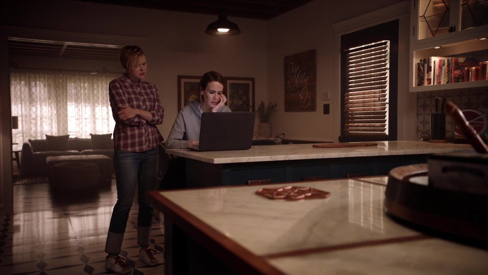 American_Horror_Story_S07E03_Neighbors_from_Hell_1080p_KISSTHEMGOODBYE_NET_1147 (1).jpg