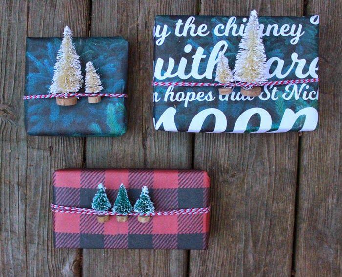 Printable holiday gift wrap by  Poppytalk