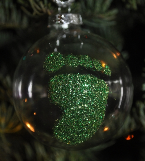Toddler G's new favorite color is green, so her First Christmas ornament had to be, too