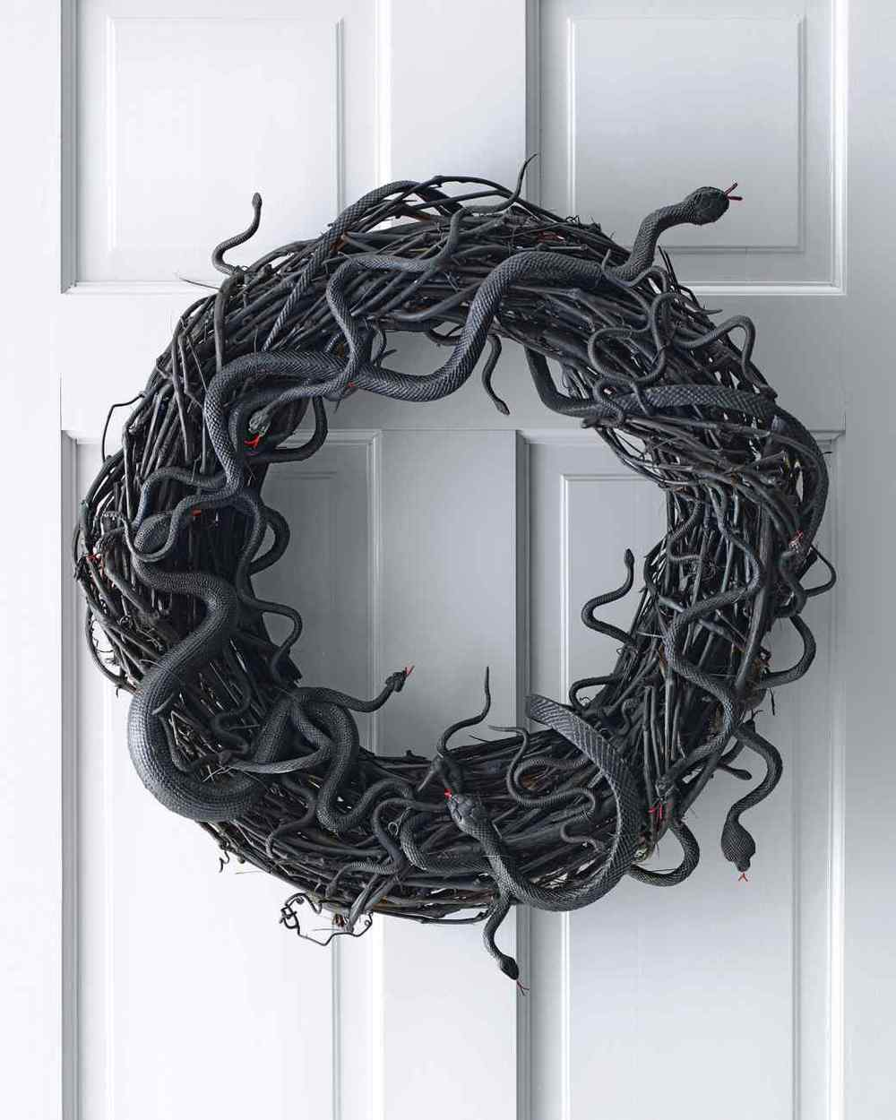 Wriggling Snake Wreath from  Martha Stewart  - I am so doing this next year!