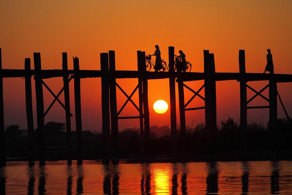 Intrepid-Travel-myanmar_mandalay_sunset_wooden-bridge.jpg