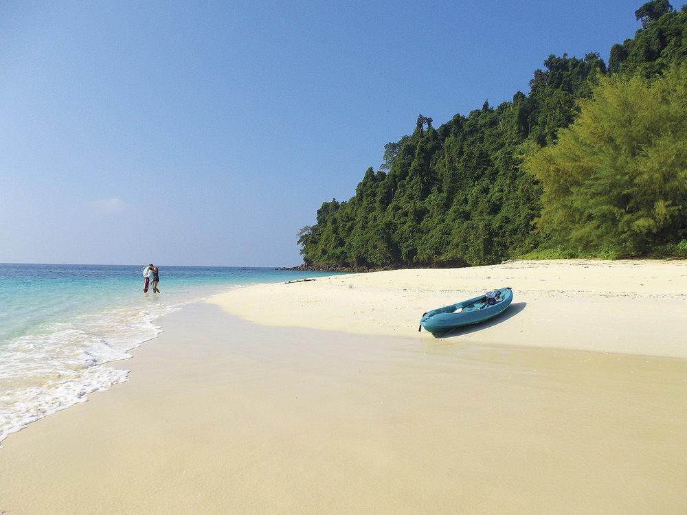 Intrepid-Travel-myanmar_sailing_kayaking2.jpg