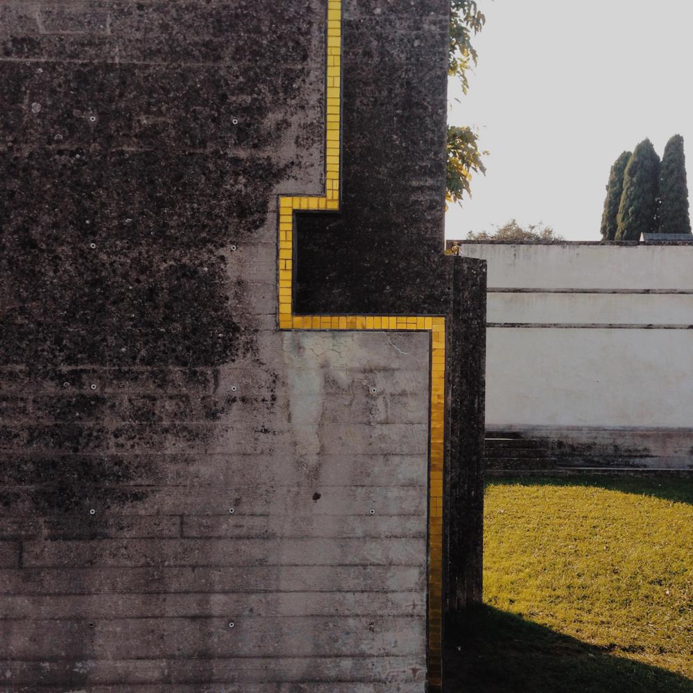 Carlo scarpa il cemento nobile di tomba brion for Carlo scarpa tomba