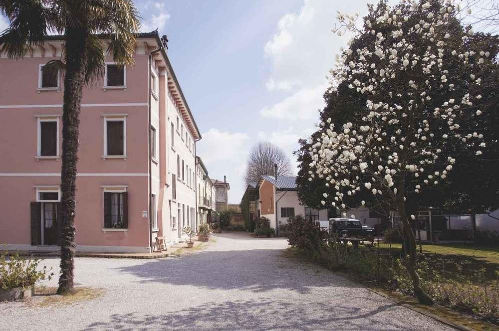 Siamo un Agriturismo   Nel centro del Veneto    Guarda le camere