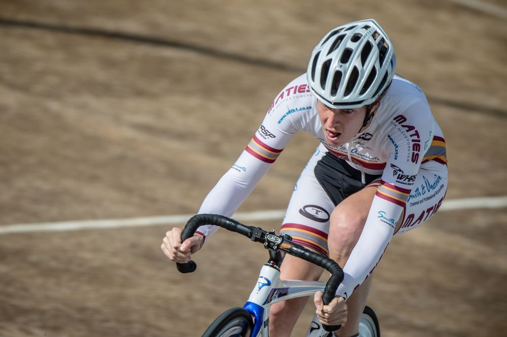 Para-cycling star Roxy Burns racers herself into a new South African record at the South African Track Championships held at Hector Norris Track in Gauteng from 7-11 April 2015.