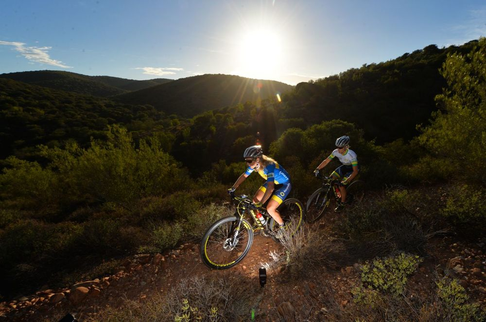Although she has been battling with post viral fatigue syndrome defending South African Marathon champion Robyn de Groot (back) will be on the start line in 2015 at the Ashburton Investments National MTB Series Van Gaalen, which doubles up as the 2015 South African Mountain Bike Marathon Championships powered by Stihl Zoon Cronje/Gameplan Media