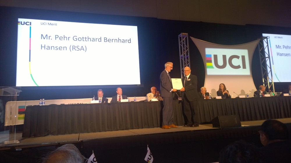 Former Cycling South Africa President and cycling legend Mr. Gotty Hansen was the proud recipient of the UCI merit award at the UCI congress held in Richmond, Virginia on Friday 25 September 2015.