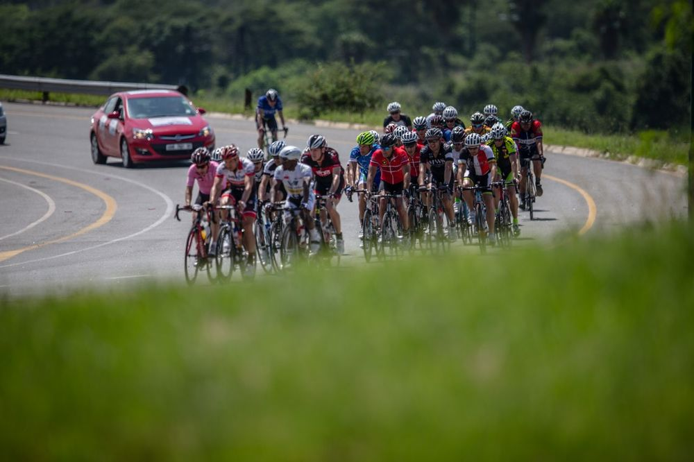 Interest from professional and non-professional cyclists alike is beginning to grow, as entries pour in for the Forever Corporate Cycle Challenge, which will see corporate teams ride the race routes with professional teams at the 2016 Mpumalanga Cycle Tour from 18-23 January 2016. Photo: Craig Durron / pics2go.co.za
