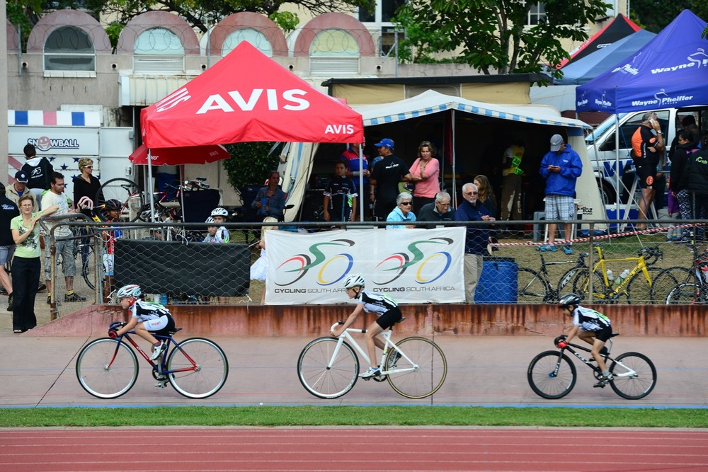 A new National Record was set by the under-10 Boys and Girls in the first ever Team Pursuit in this age groups and in doing so, they have set the benchmark for the young stars to challenge in the future on day five of the 2016 South African Track and Para-cycling Championships at the Westbourne Oval in Port Elizabeth on Friday 1 April. Photo credit: Darren Goddard