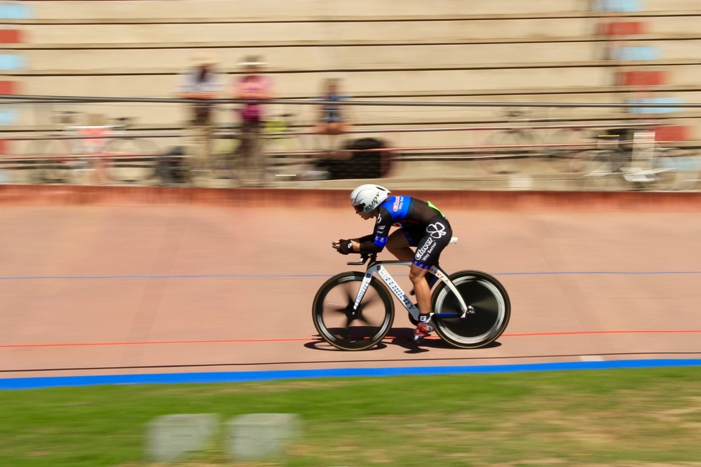 Clover's Charlene du Preez went into the final Points race with an eight-point advantage and managed to keep it together to claim the Championship title at the 2016 South African Omnium Championships at the Westbourne Oval in Port Elizabeth from Saturday 2 to Sunday 3 April. Photo credit: Mylene Paynter