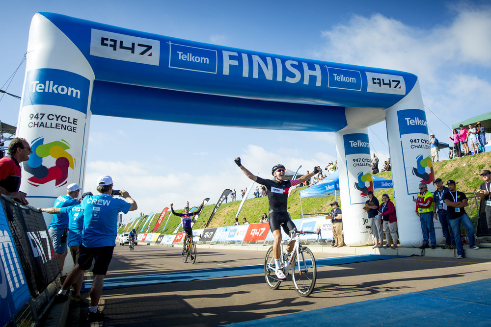 Predominant mountain biker Brendon Davids wowed the crowds with his victory of the Telkom 947 Cycle Challenge on Sunday 20 November. Photo credit: Donovon Thorne