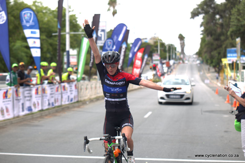 Team Demacon's Carla Oberholzer finished her 121km race in strong form as she soloed the final kilometres to the finish line in a time of three hours 42 minutes 23 seconds   at the 2018 SA National Road and Para-cycling Championships, which took place in the streets of Oudtshoorn from 6-11 February. 📷 www.cyclenation.co.za