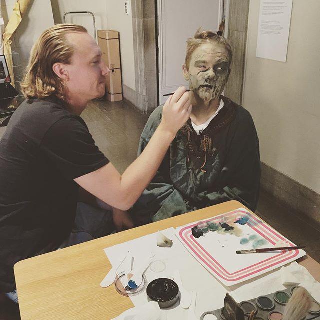 En av våra zombies blir förvandlade av @aahlskog och zombiesen är @hannesask :) #balticwarriors #nordiclarp #zombie #makeup