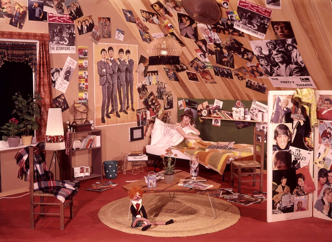 midcenturymodernfreak: A Teenage Girl's Bedroom in the 1960s - Via deargeorgiana check it out.