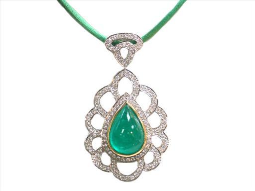 jade neckalce.jpg
